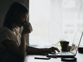 Keuntungan Bergabung Menjadi Penulis Puisi Online