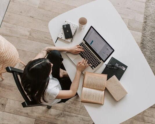 Cara Menentukan Alur Cerita Novel Praktis Bagi Seorang Novelis
